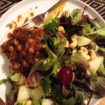 Kikerhernepihv suure salatiga